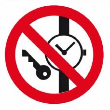 P27 Запрещается иметь при (на) себе металлические предметы (часы и т.п.) (на плёнке)