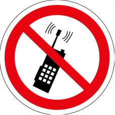 P18 Запрещается пользоваться мобильным телефоном или переносной рацией (на плёнке)